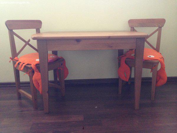 fa asztal 2 székkel eladó